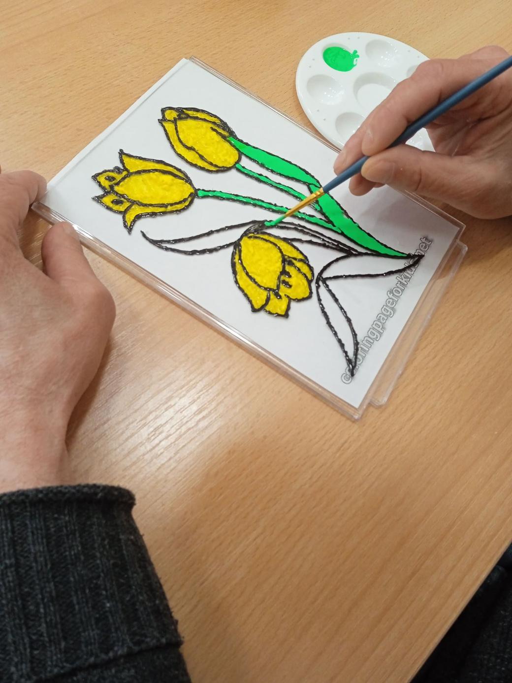 Tulipany namalowane na szkle